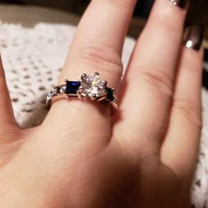 .925 AMAZING White topaz and blue saphire ring